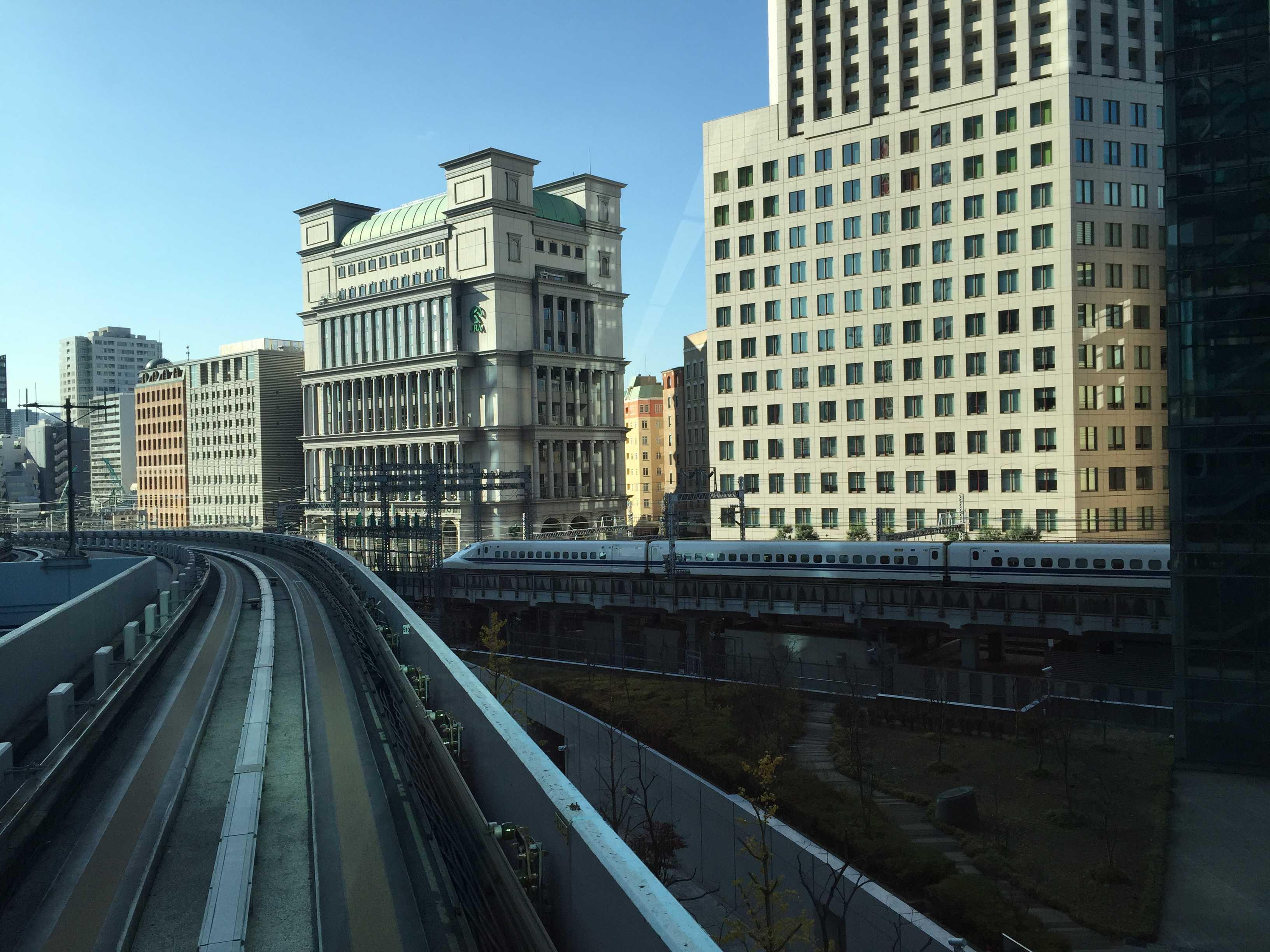 ゆりかもめから見えた東海道新幹線