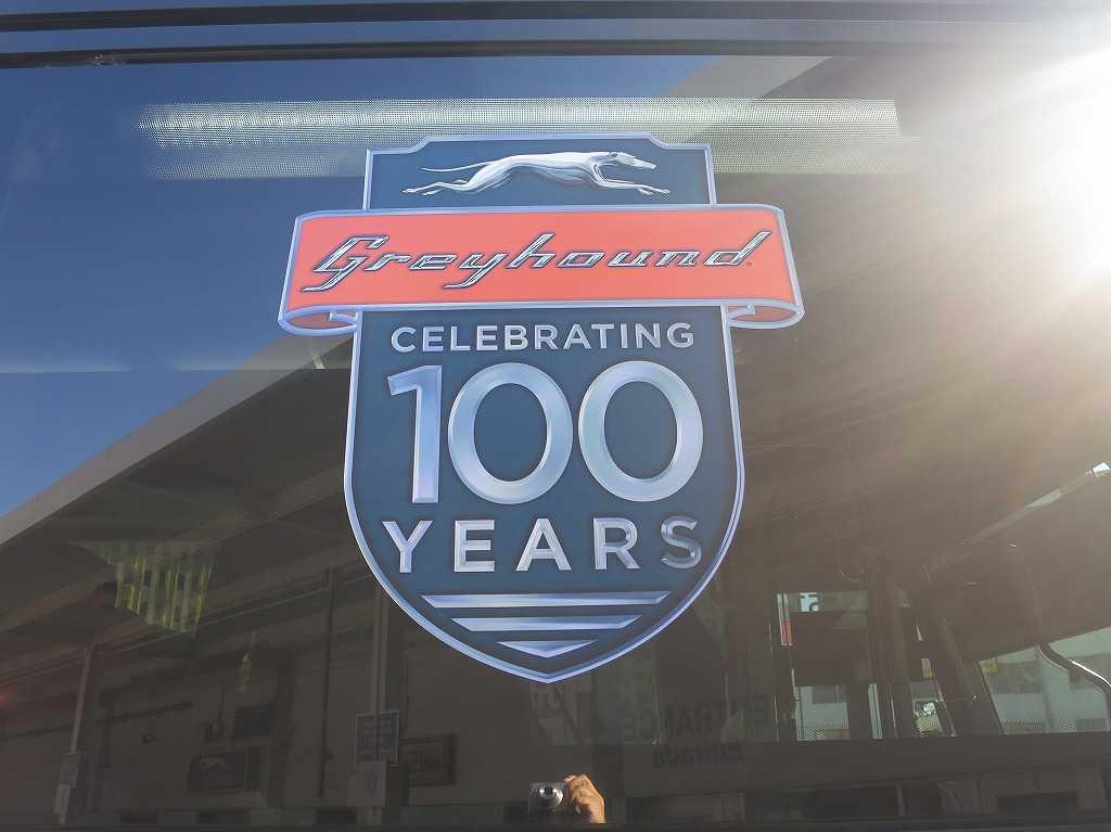祝・グレイハウンドバス 100周年