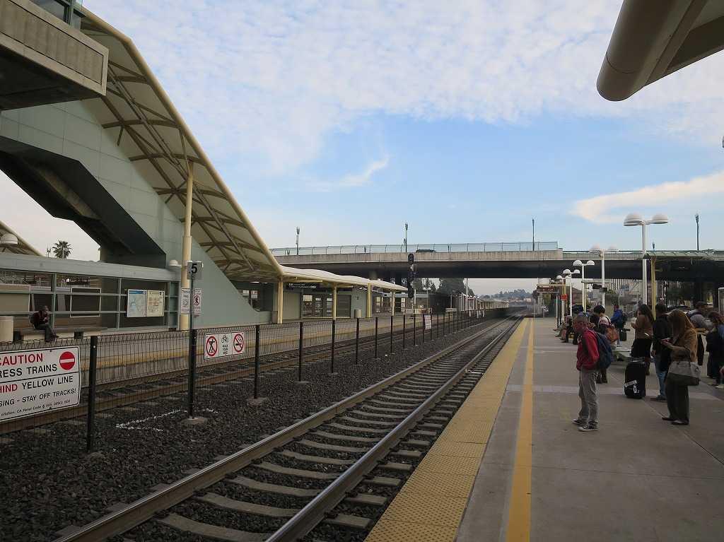 ミルブレー駅のカルトレインのホーム