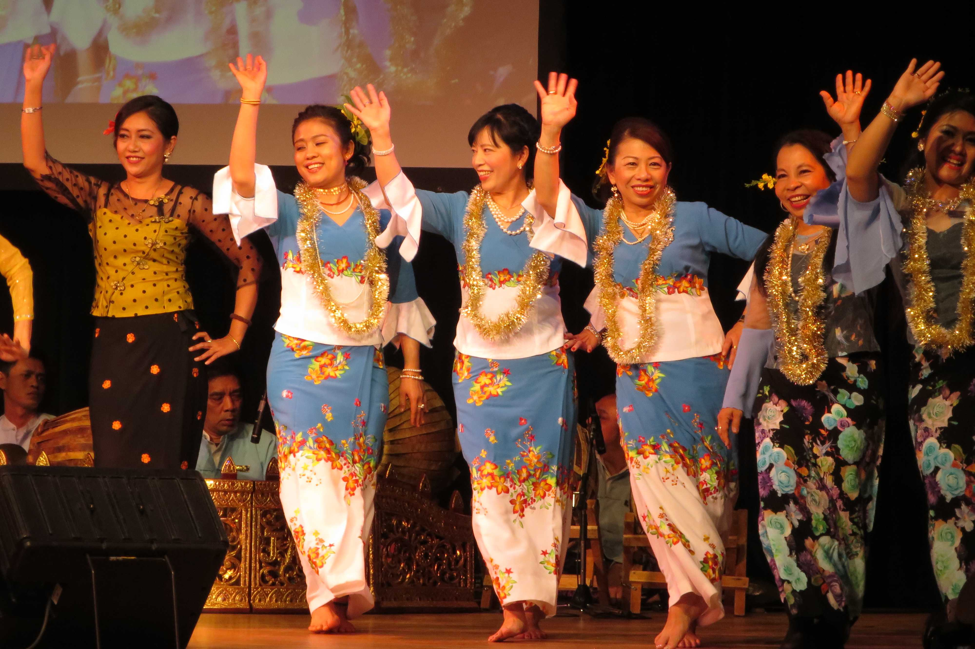 ミャンマーの伝統衣裳 - ミャンマー祭り2016