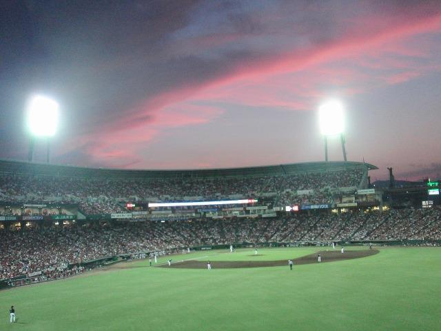 夕焼けの美しいマツダスタジアム