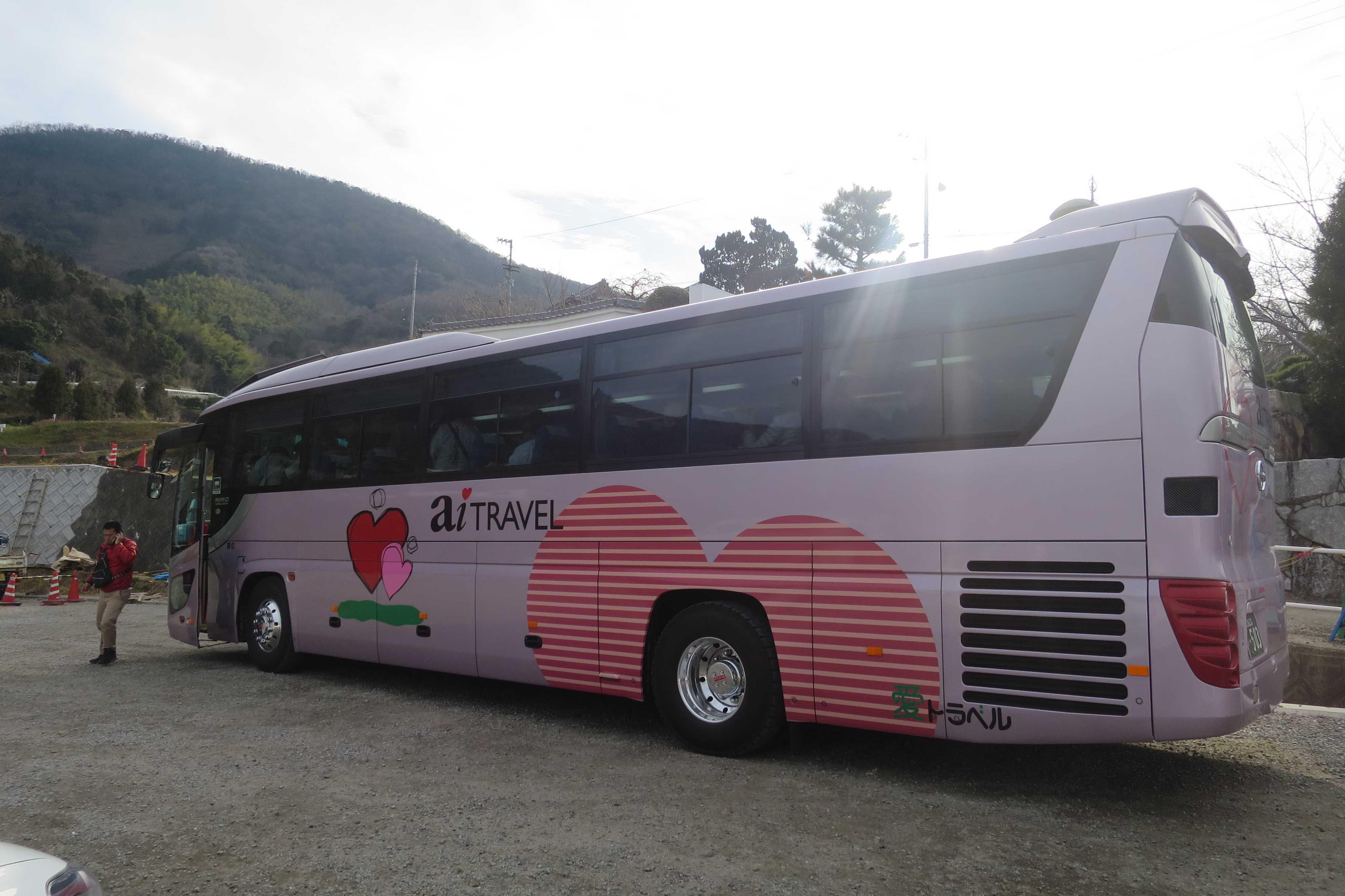 お遍路バスツアーの大型観光バス