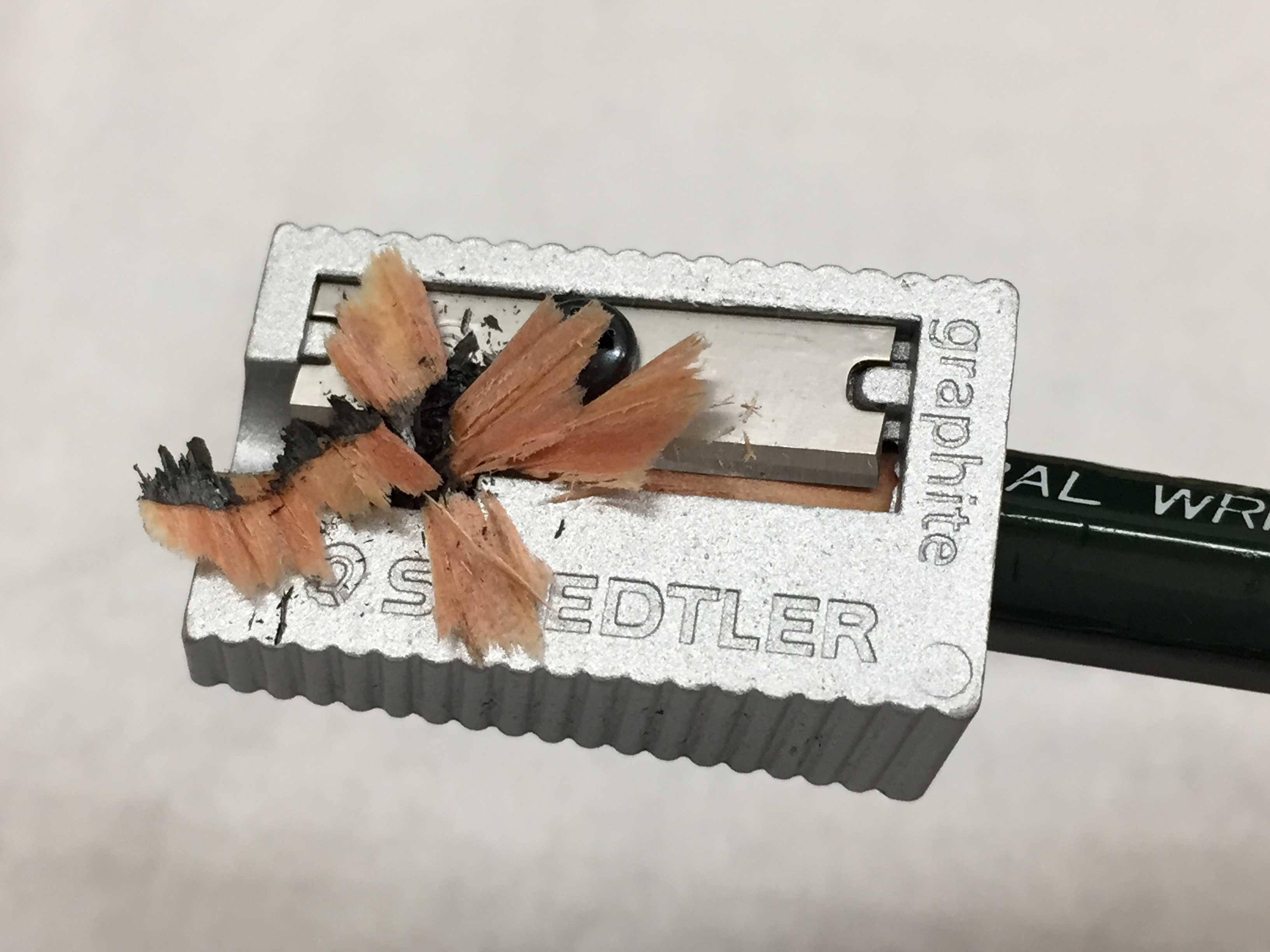 お花のような鉛筆の削りかす