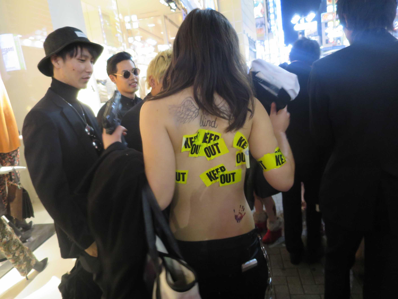 渋谷ハロウィン - セクシー系コスプレ KEEP OUT