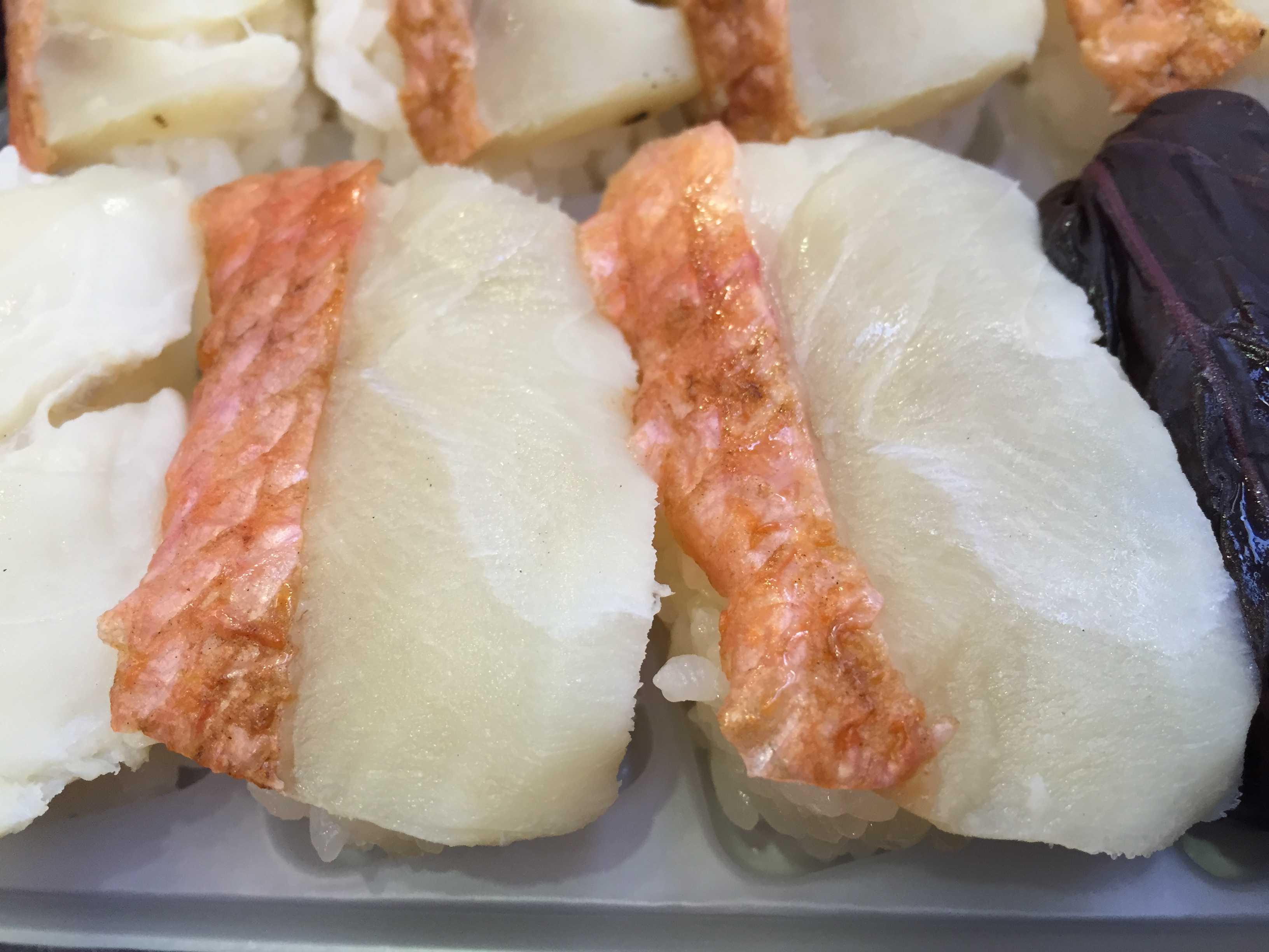 東華軒の金目鯛炙り寿司