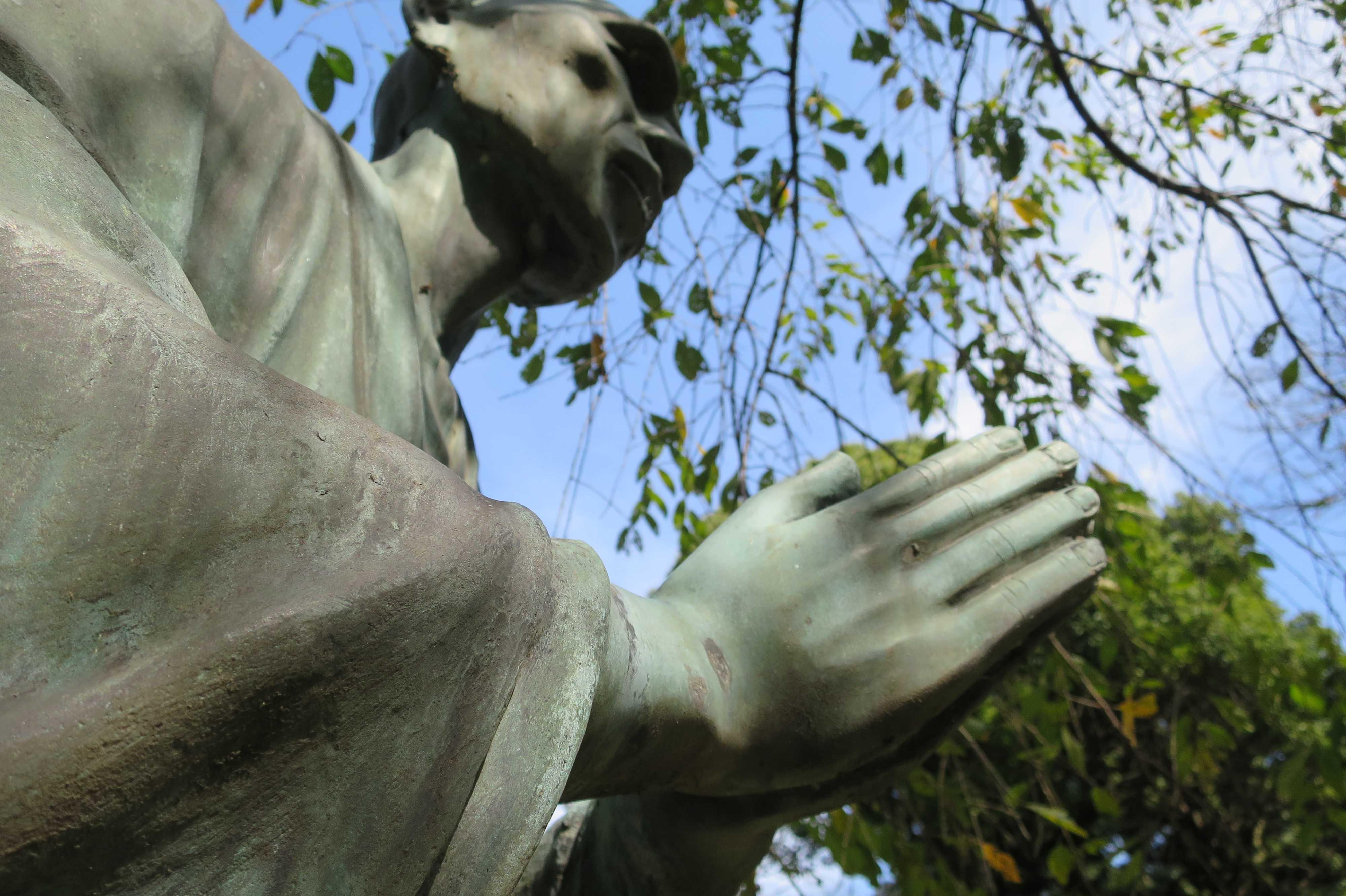 一遍上人像(一遍上人の銅像)- 当麻山 無量光寺 - 神奈川県相模原市