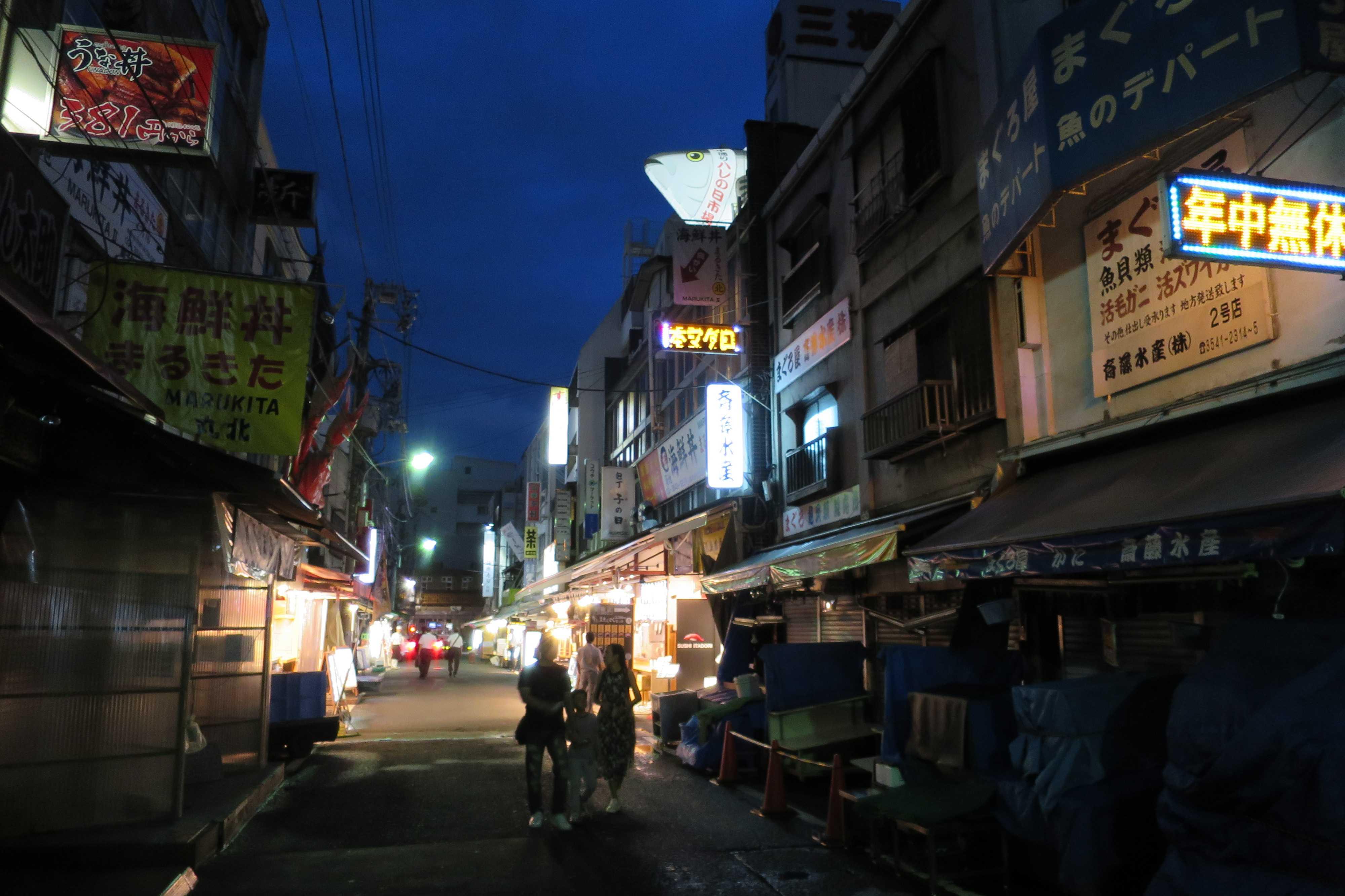 築地場外市場の通り