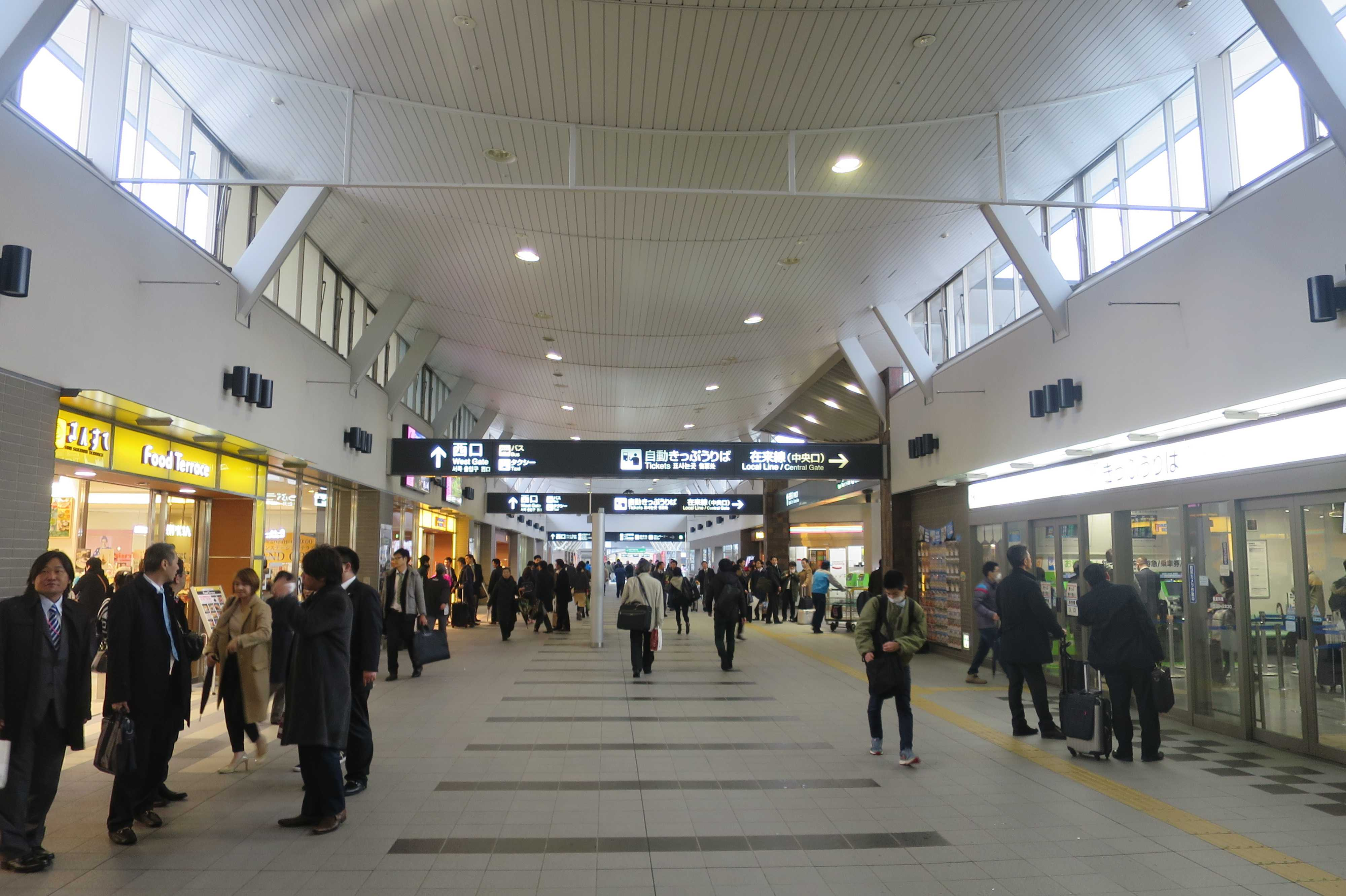 岡山駅改札前通路