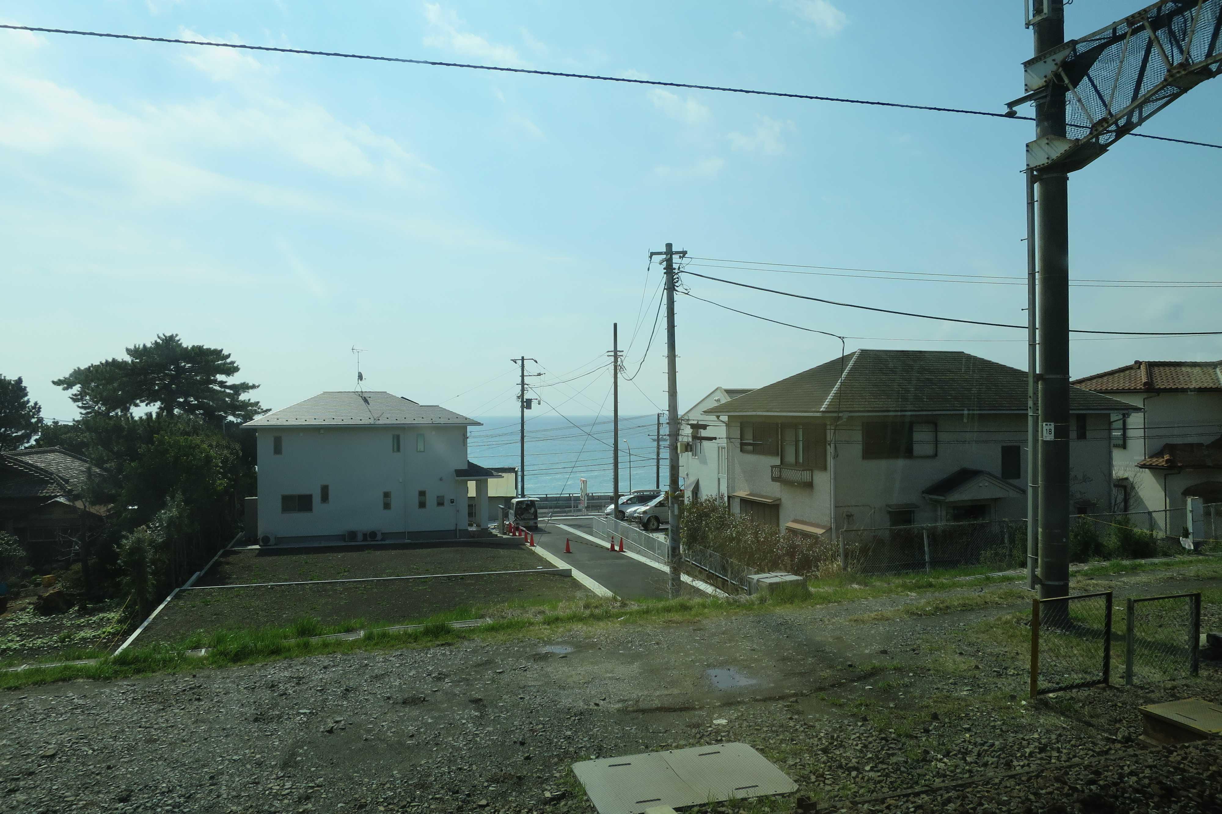 東海道線 - 相模湾