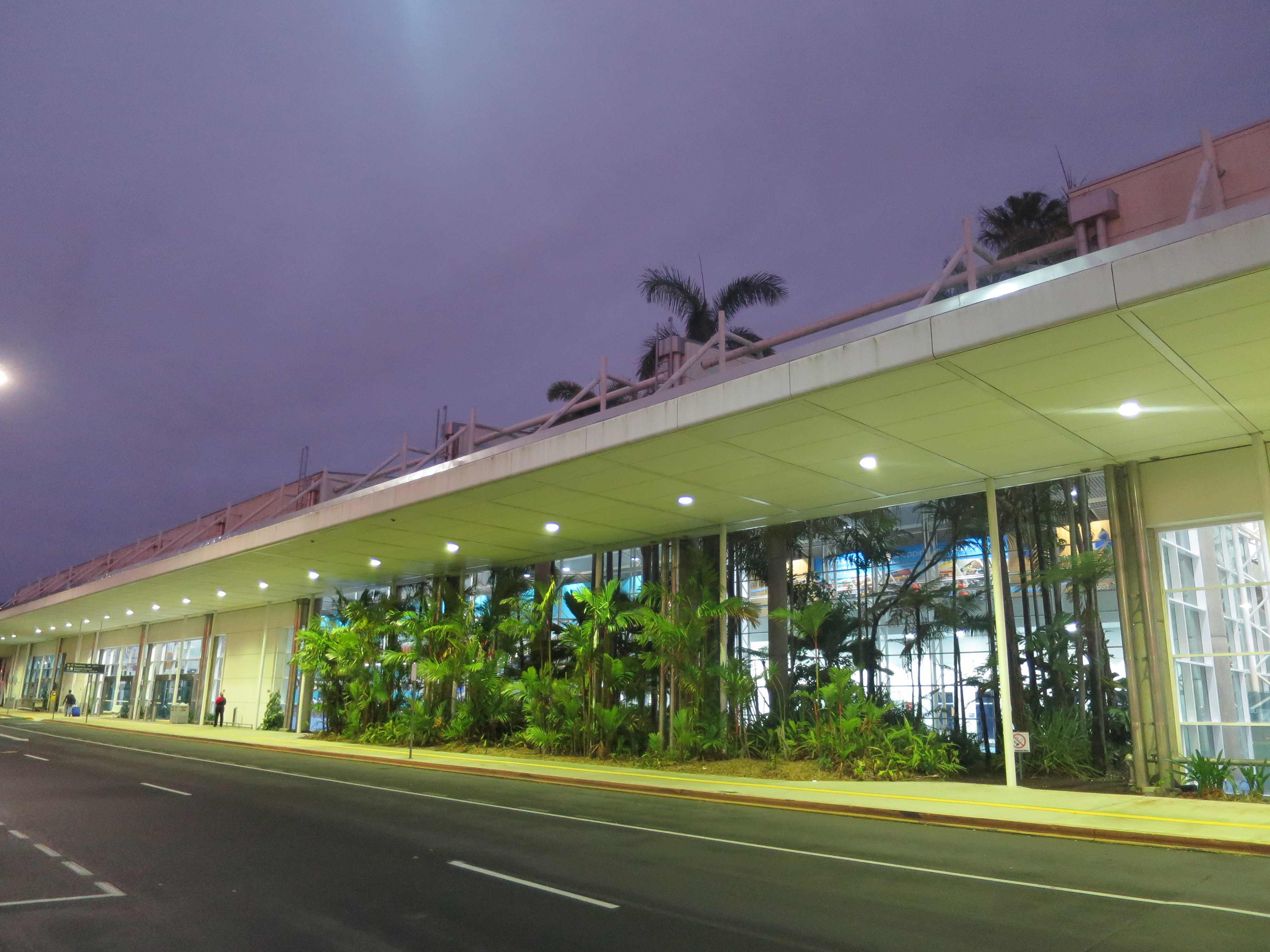 ケアンズ空港の外観