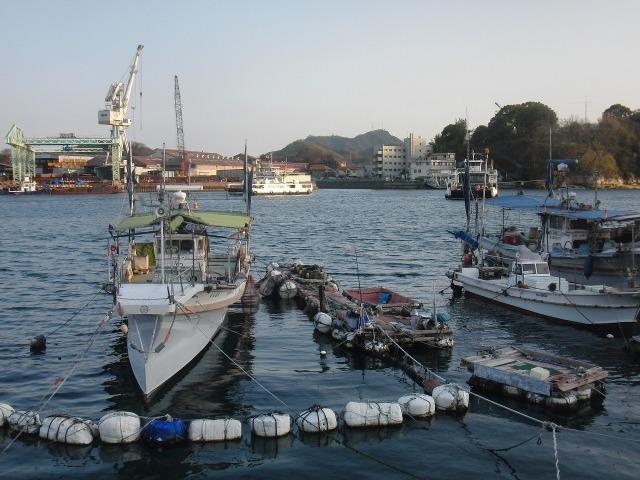 尾道水道に停泊する船