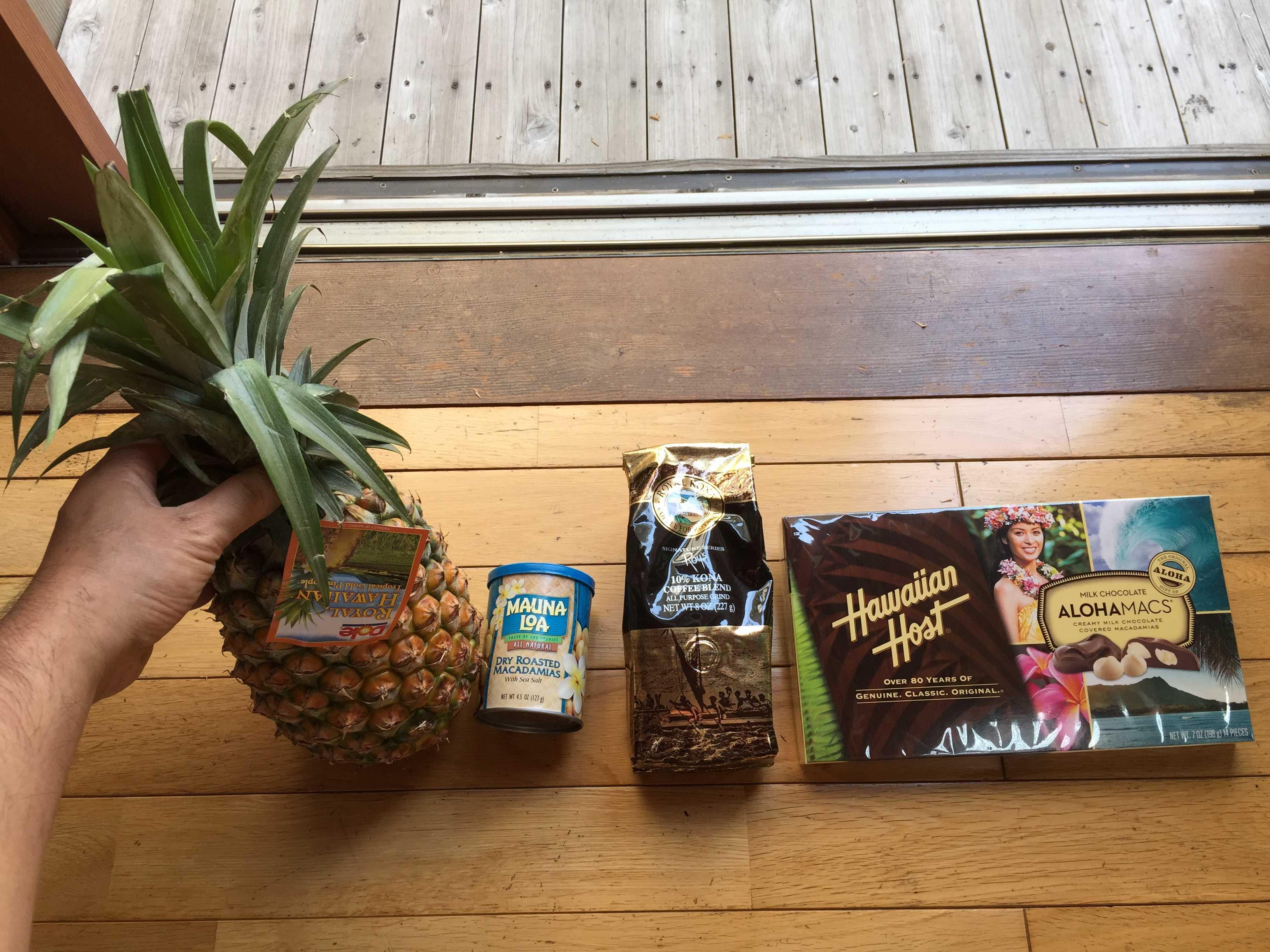 ハワイ土産: パイナップル、マウナロア マカデミアナッツ、ロイヤルコナコーヒー、ハワイアンホースト