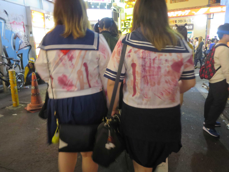 渋谷ハロウィーン - セーラー服を着た女子高生