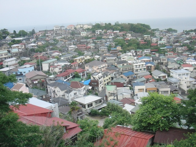 真鶴港の家々