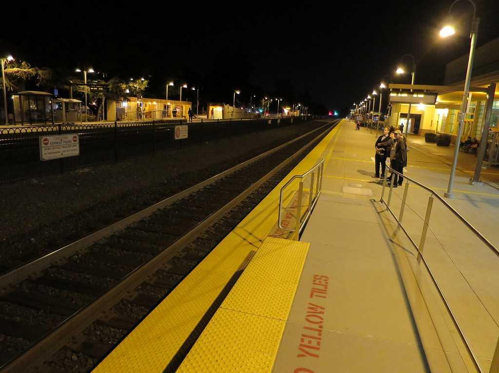 夜のパロアルト駅