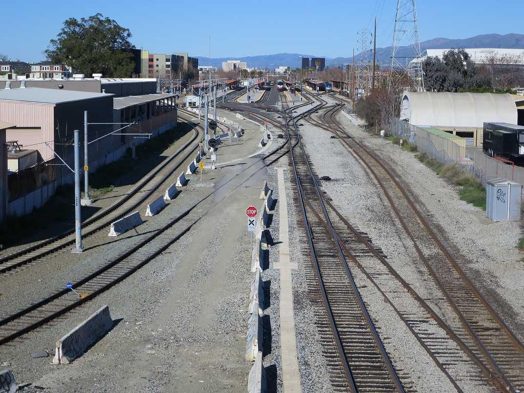 線路とサンノゼ・ディリドン駅