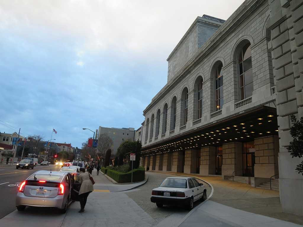 サンフランシスコ - オペラハウスの車寄せ