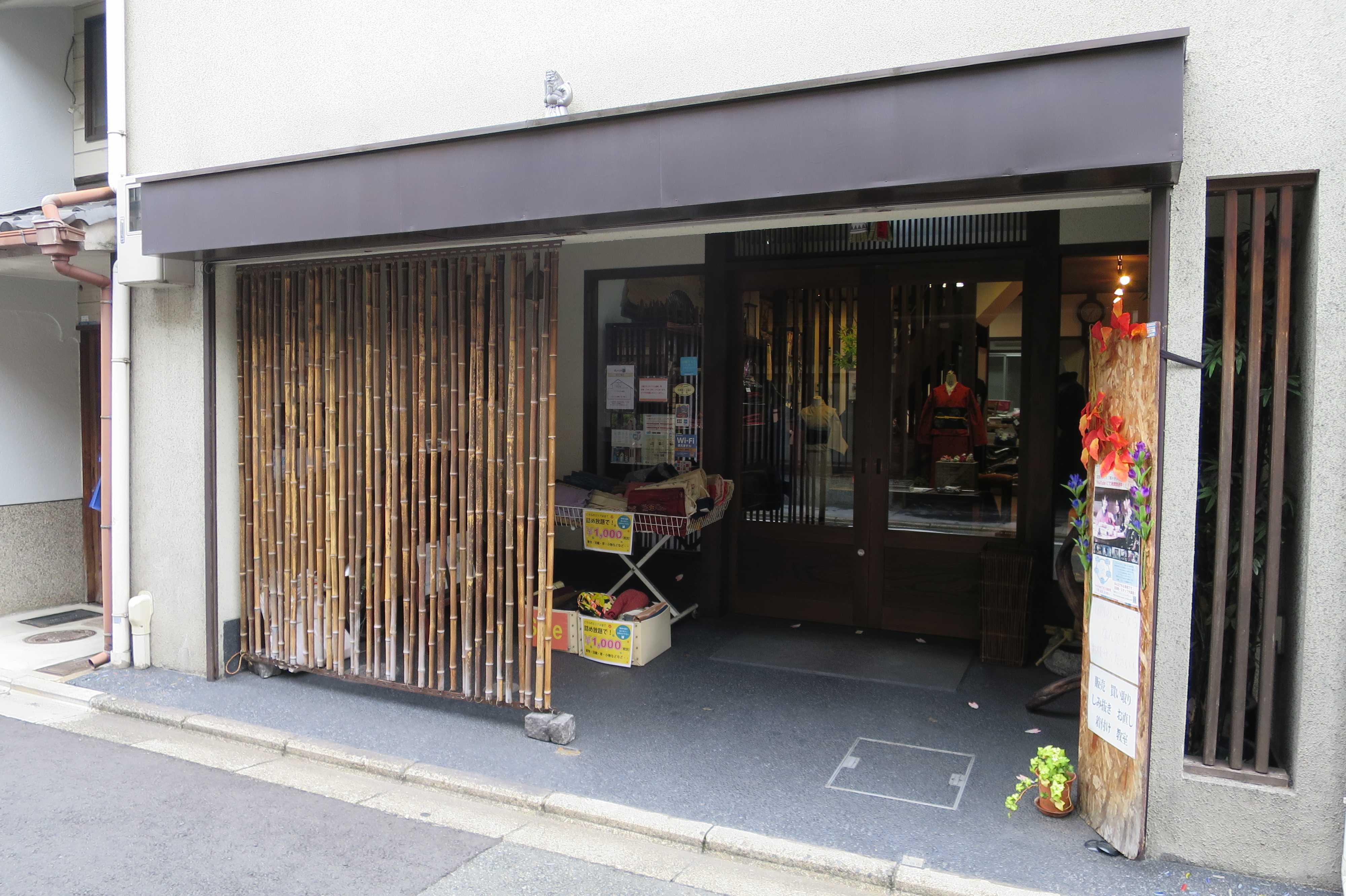 京都市内の「竹のシャッター(袖垣/竹垣)」