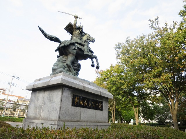 分倍河原の戦い! 新田義貞像(分倍河原駅前)