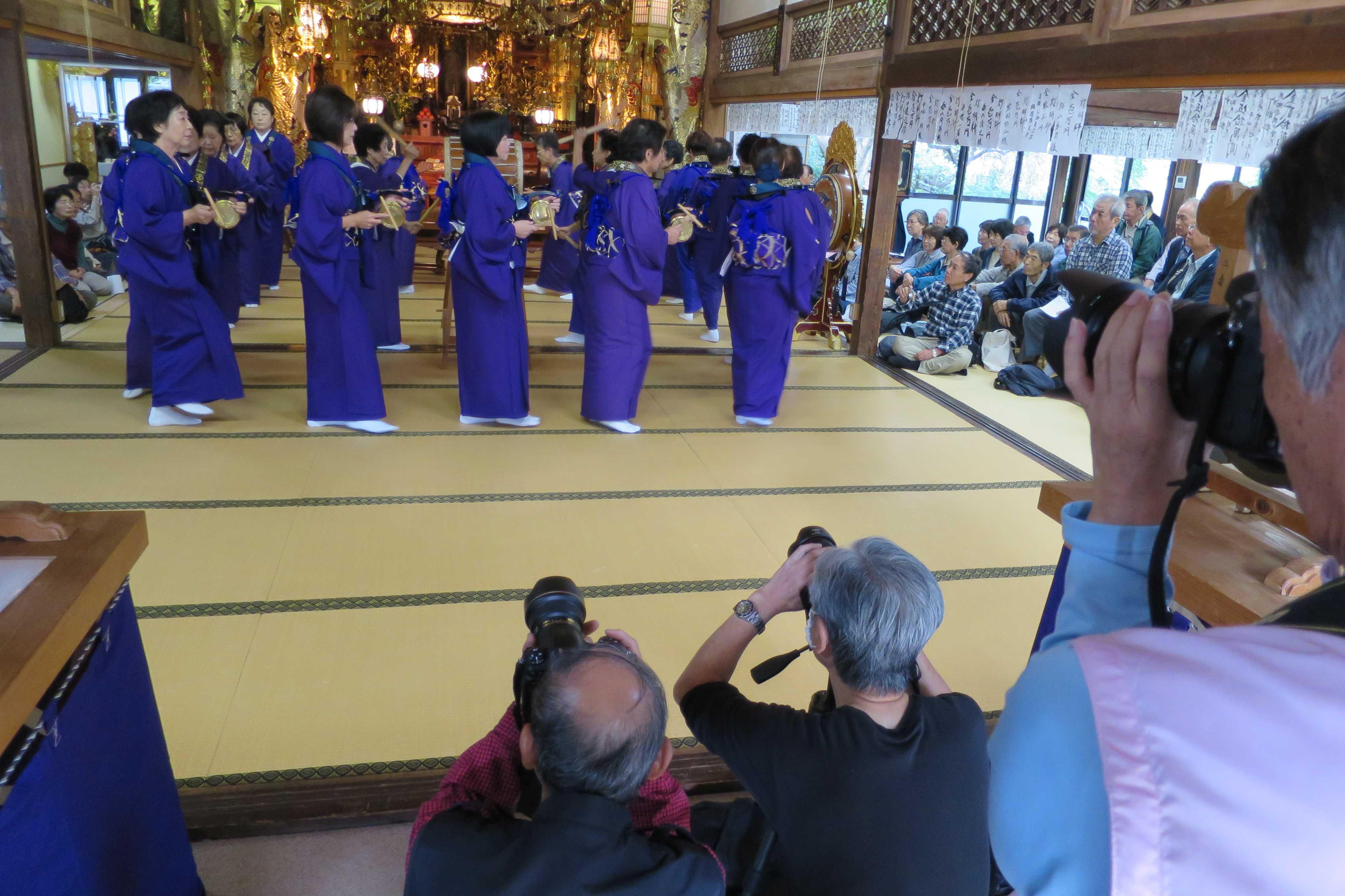 無量光寺の踊り念仏 - アマチュアカメラマンの皆さん