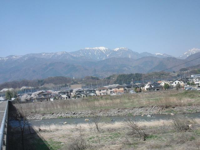 韮崎から見えた南アルプスの山々 中央が鳳凰山(鳳凰三山)、右端が甲斐駒ヶ岳(甲斐駒)