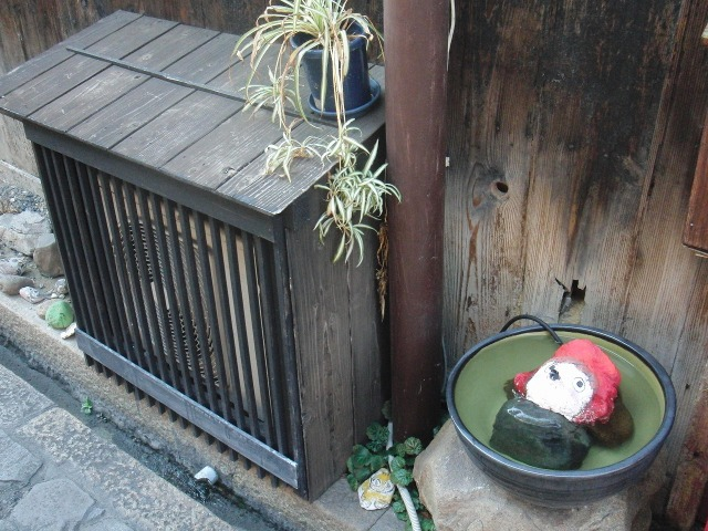 鞆のエアコン室外機カバー