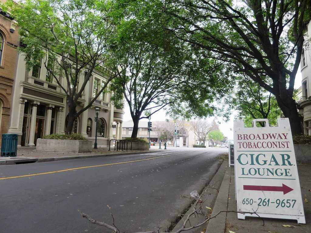 レッドウッドシティのメイン通り「ブロードウェイ・ストリート(Broadway St)」
