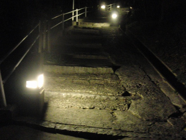 夜の尾道の石階段