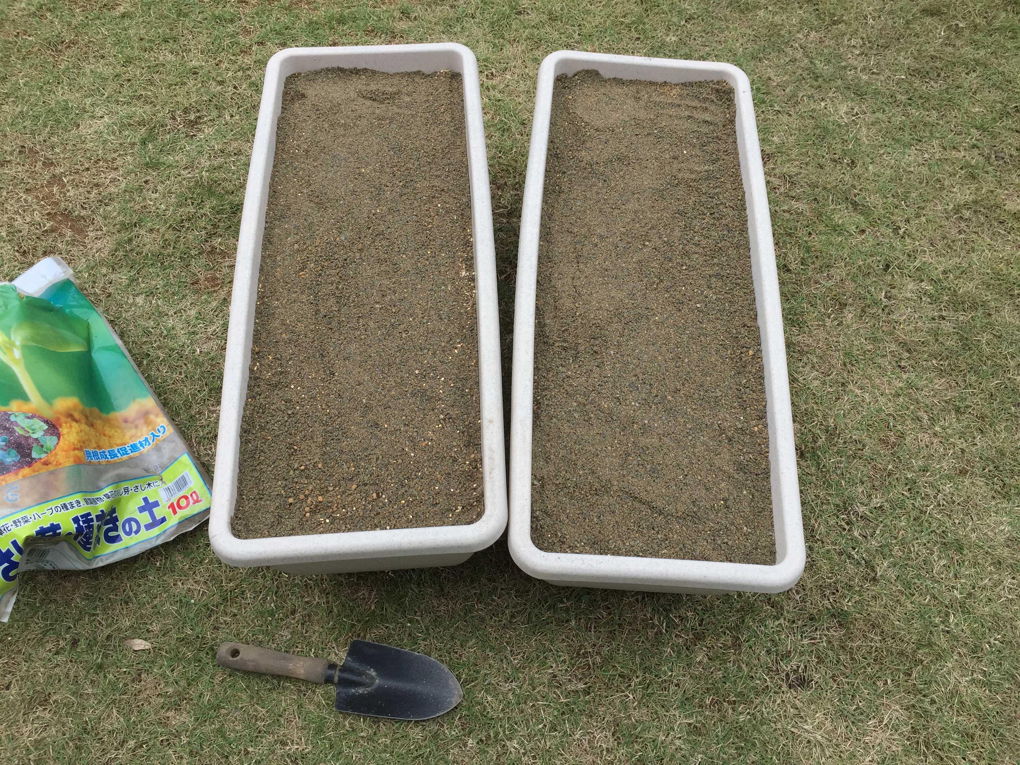 ヤマユリの鱗片挿し - 育苗床(プランター)の用土