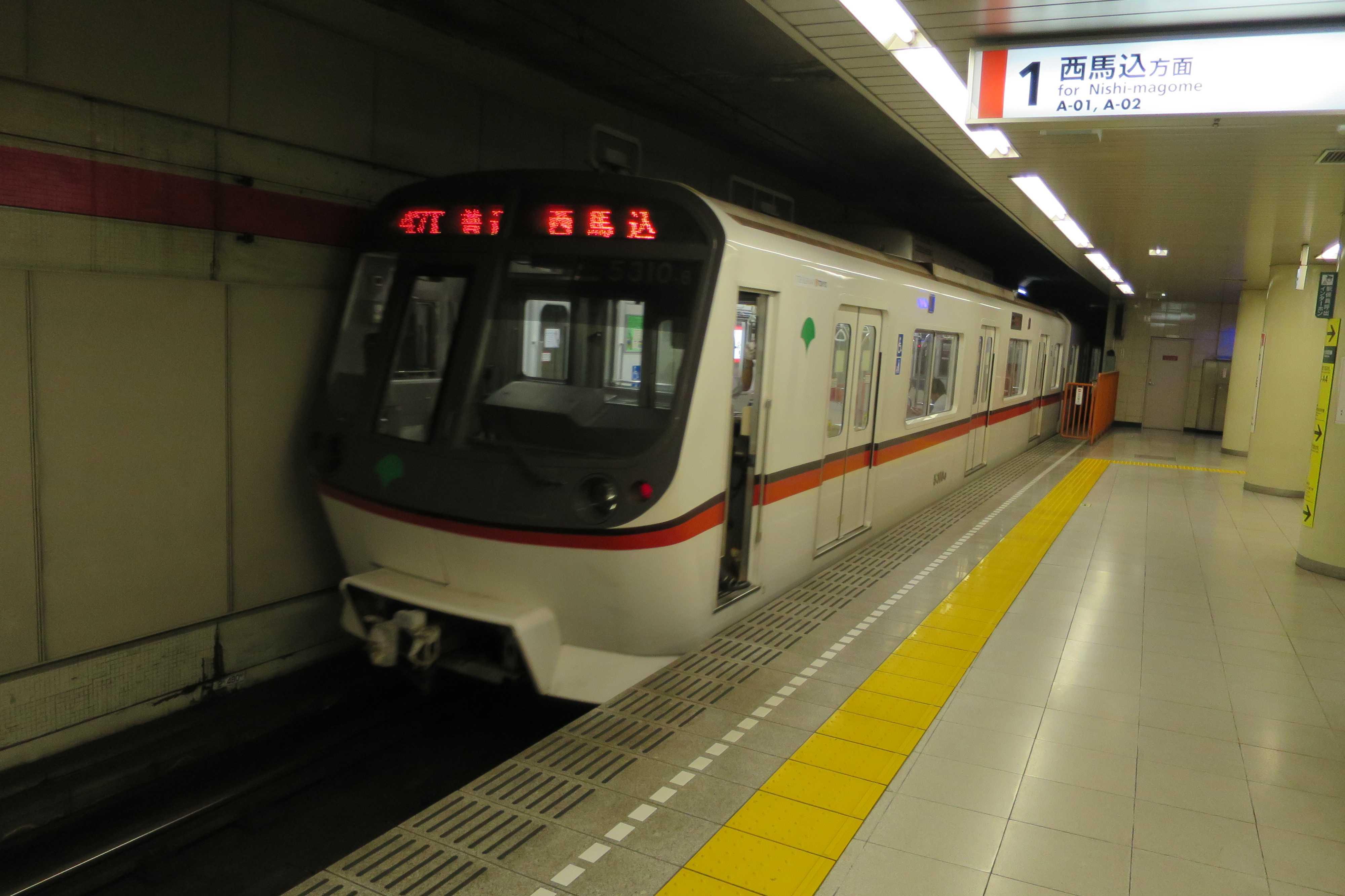 中延駅から走り去る都営浅草線