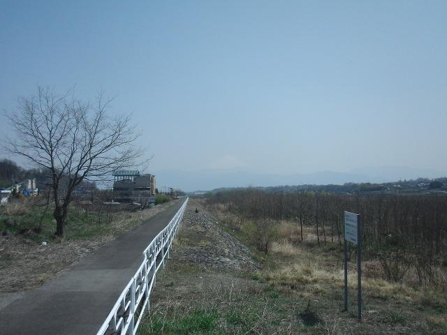 うっすらと見える富士山