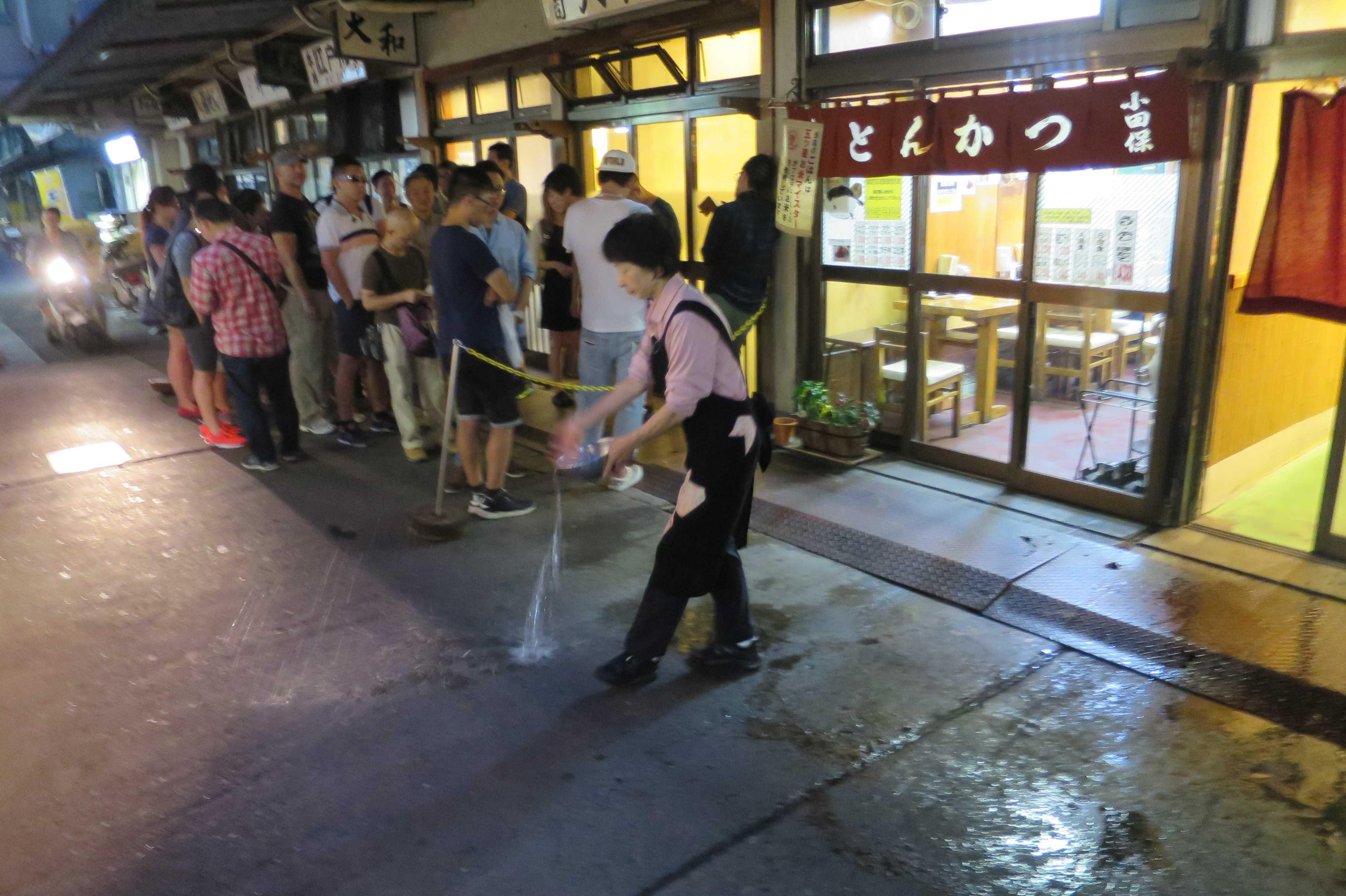築地市場(場内) - 大和寿司 (だいわすし)前の行列