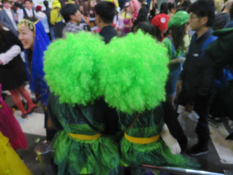 渋谷ハロウィーン - 緑の髪の毛の女性
