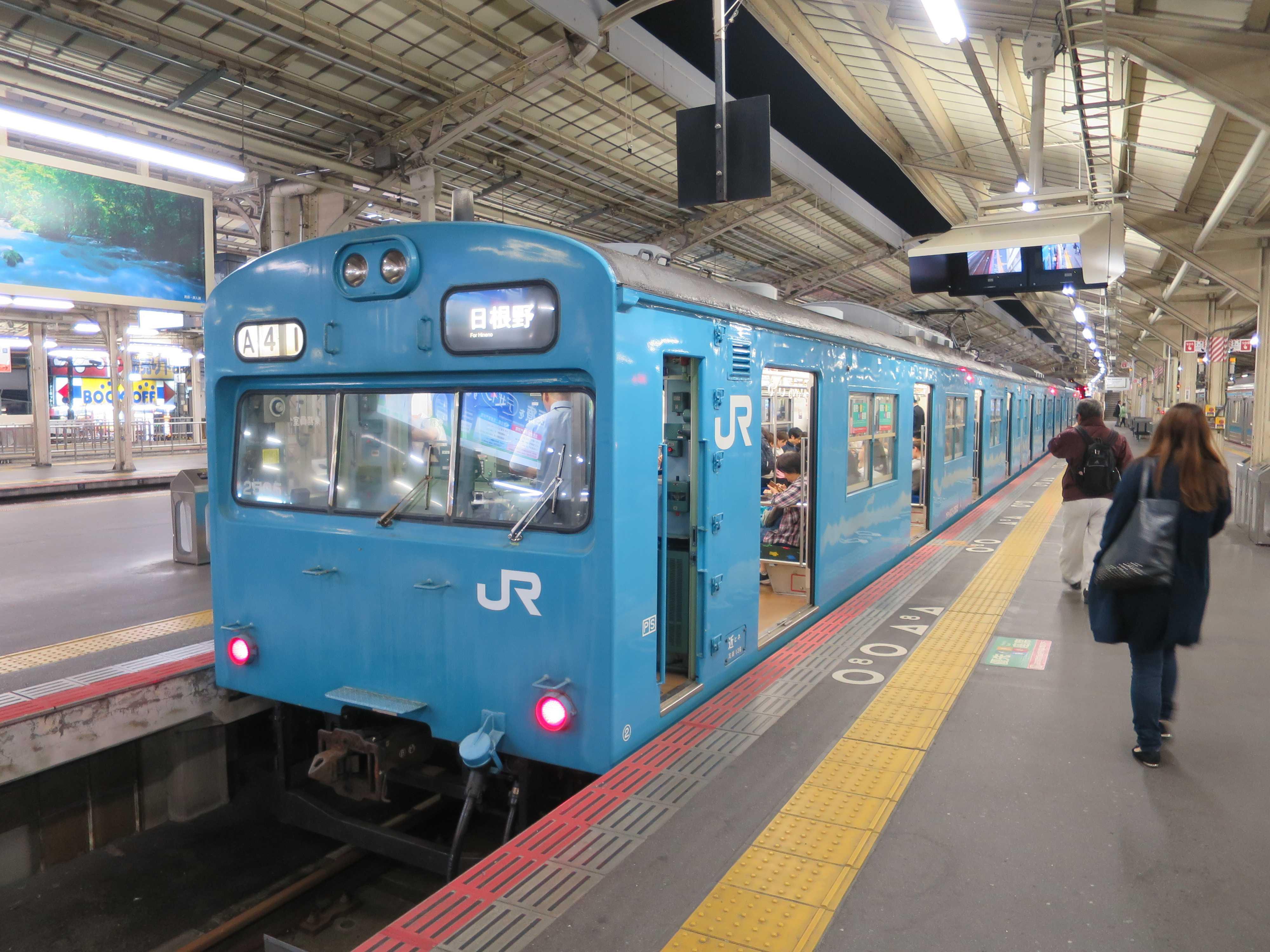 スカイブルーの電車 - JR阪和線