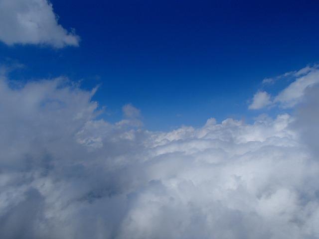富士山の青空と白い雲