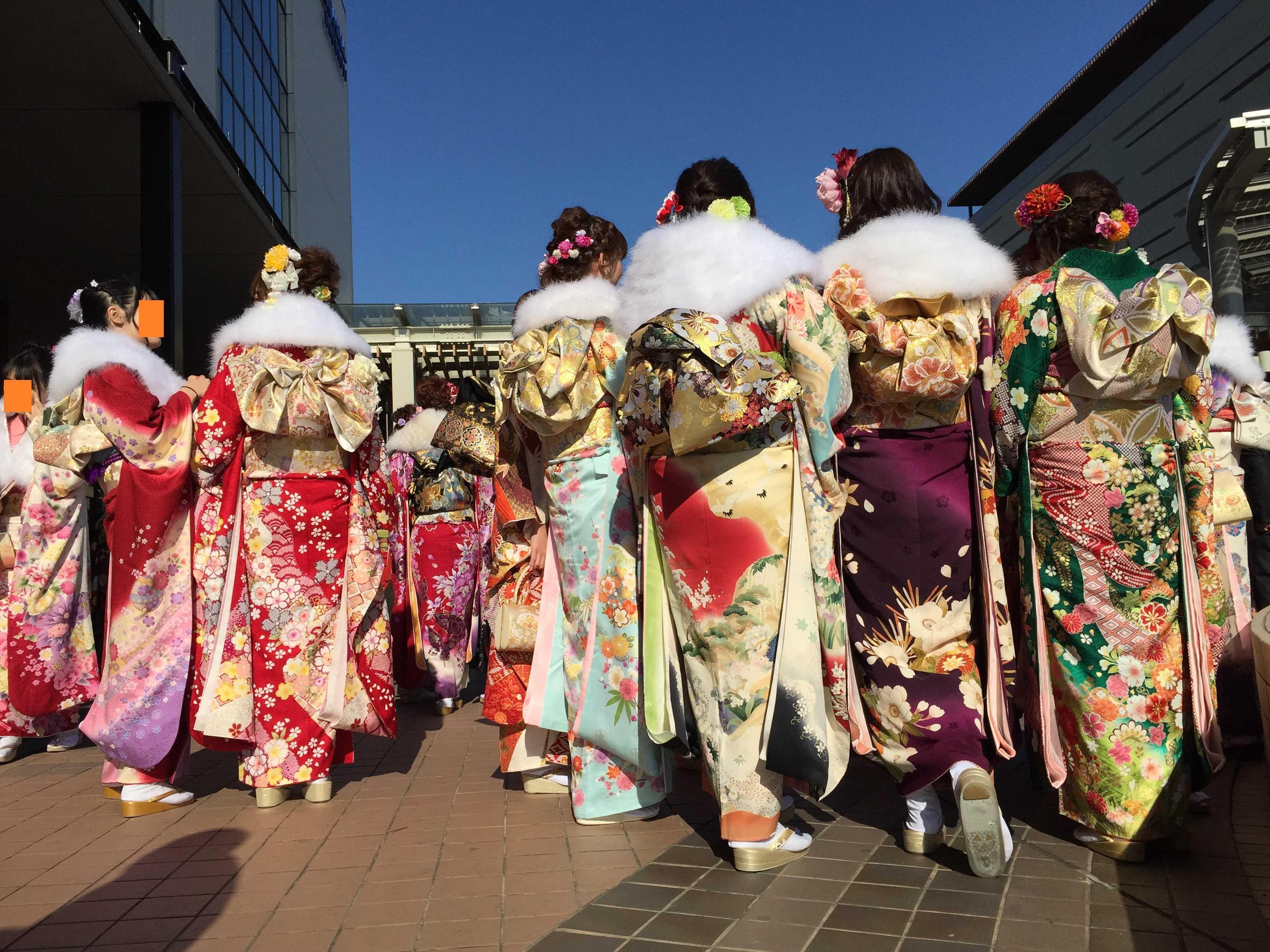 八王子市成人式 - きらびやかな衣装
