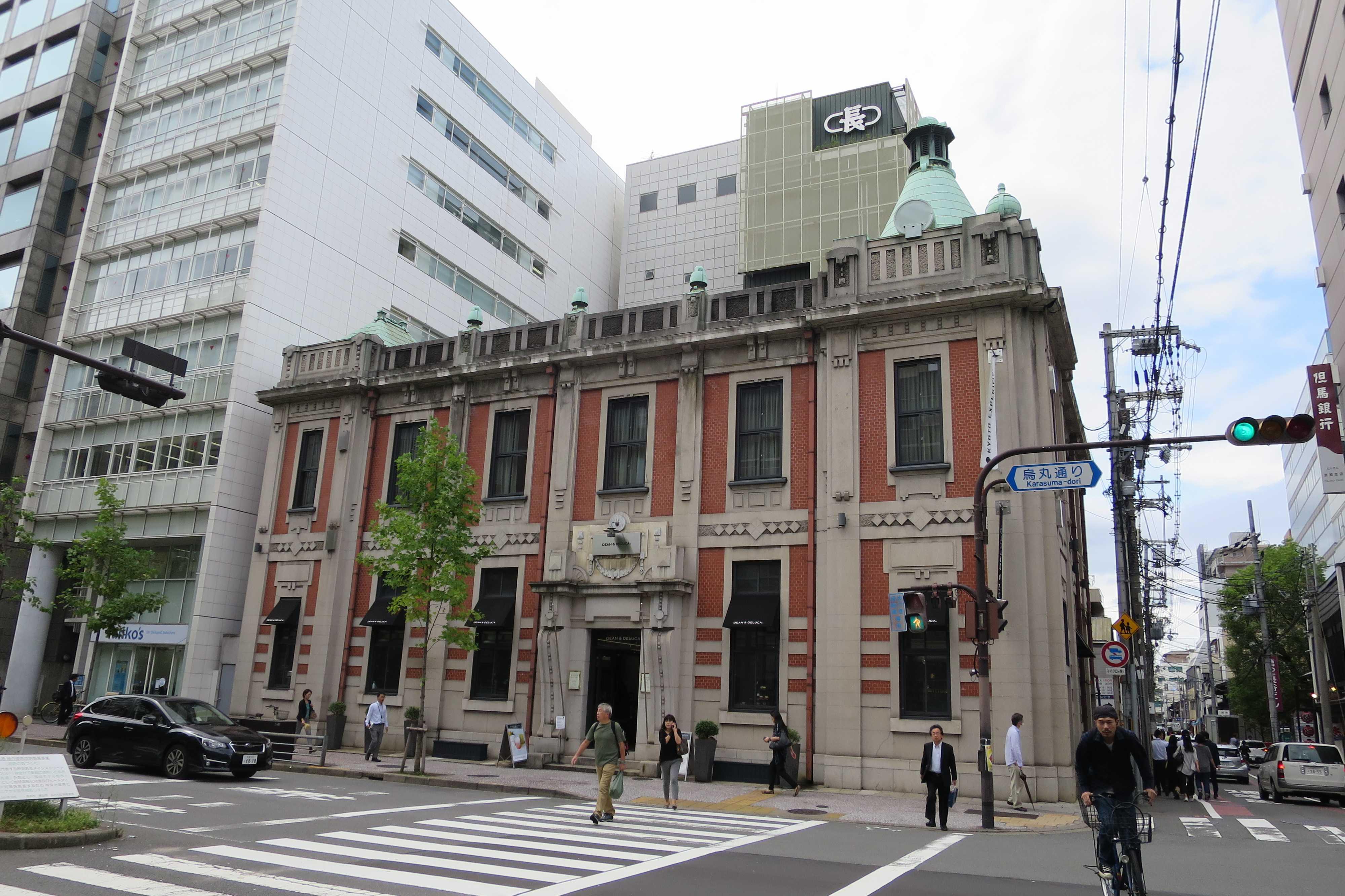 京都 - 烏丸通と蛸薬師通の交差点にあるレンガの建物(洋館)