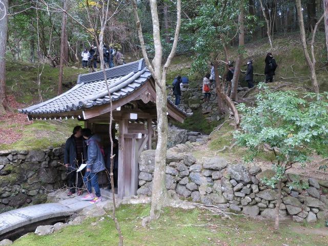苔寺(西芳寺)の門と石垣
