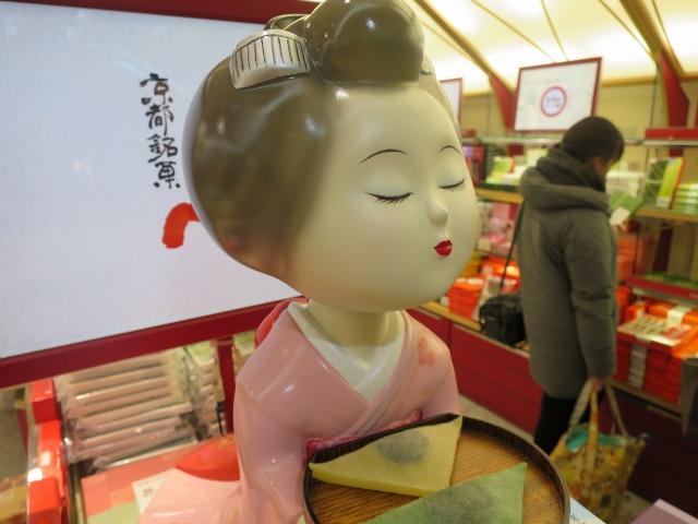 JR京都駅のおたべちゃん人形