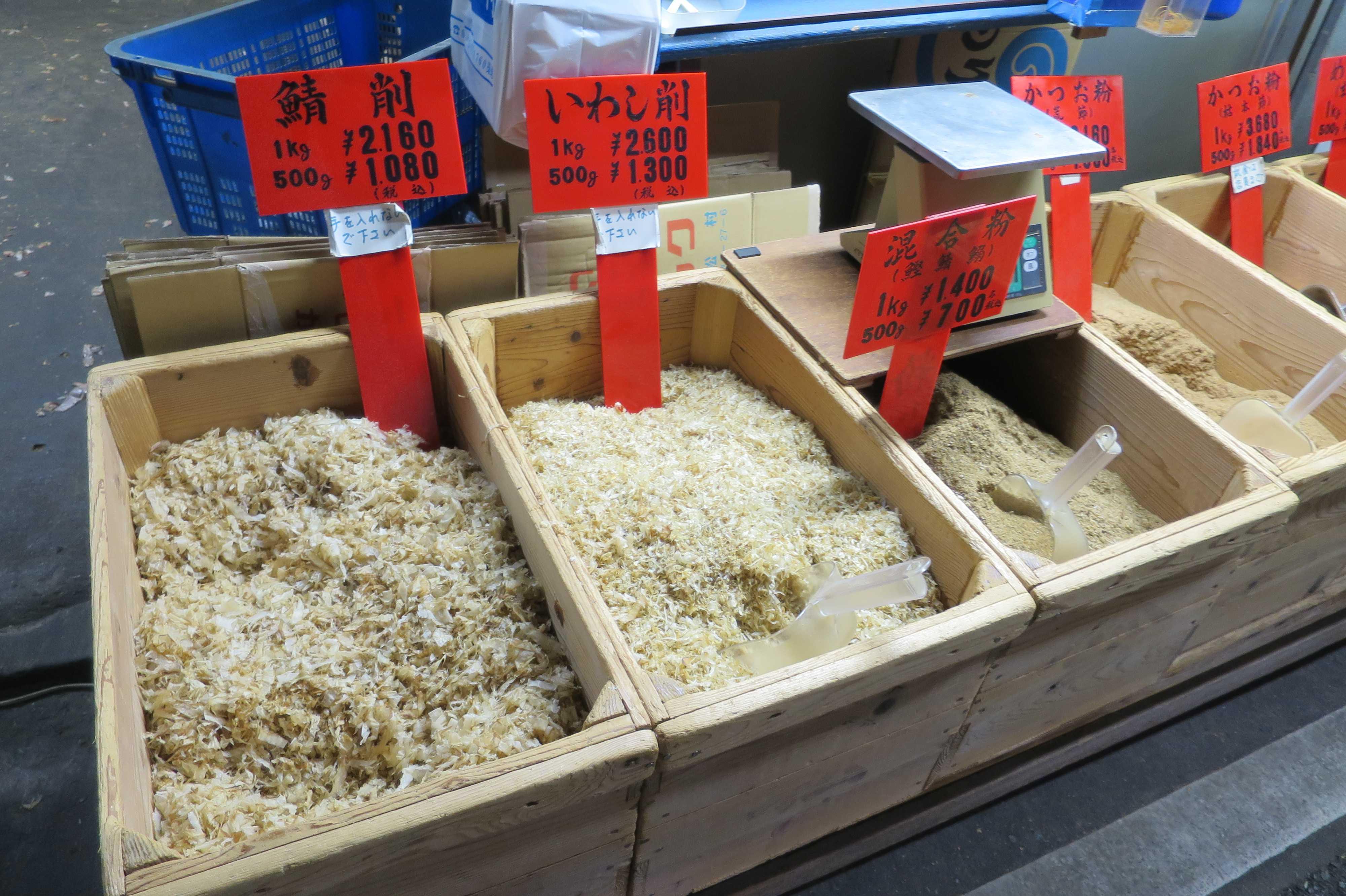 築地場外市場 - 鯖削、いわし削、かつお粉など