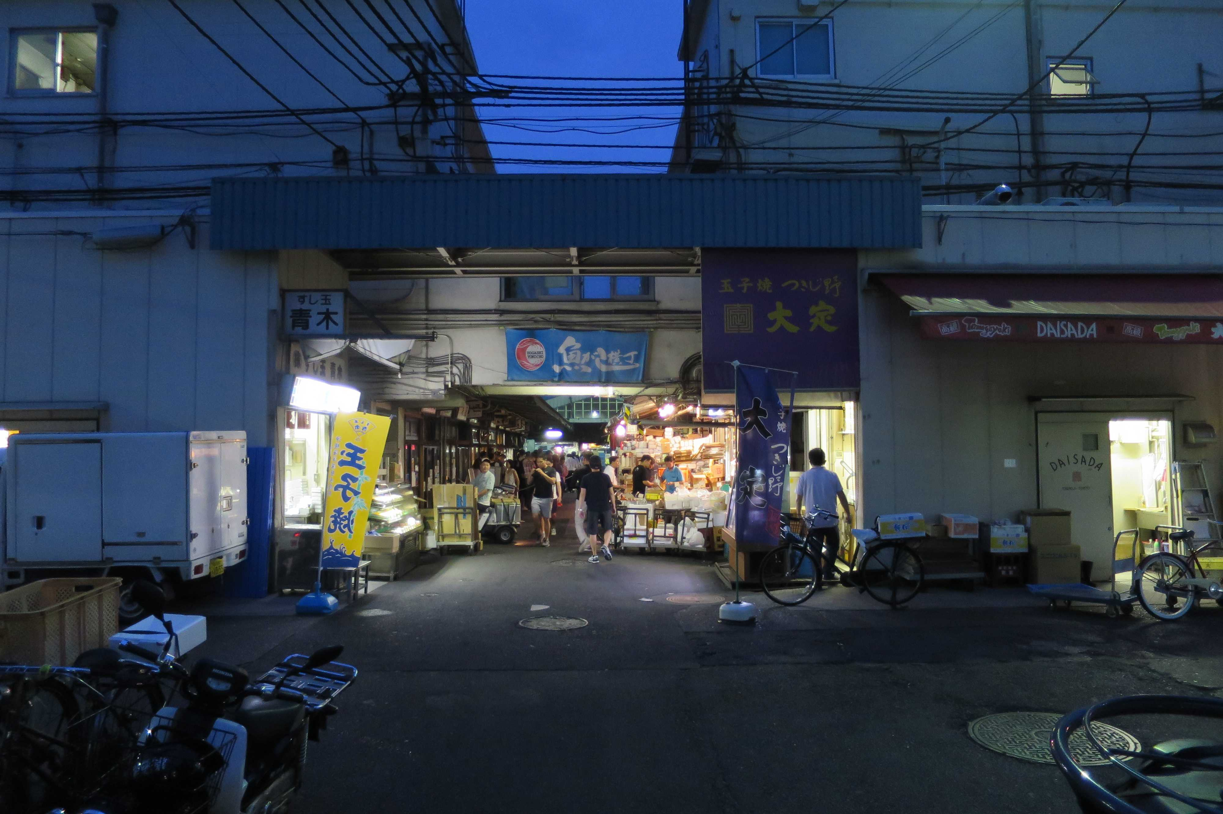 築地市場(場内) - 魚がし横丁 入口