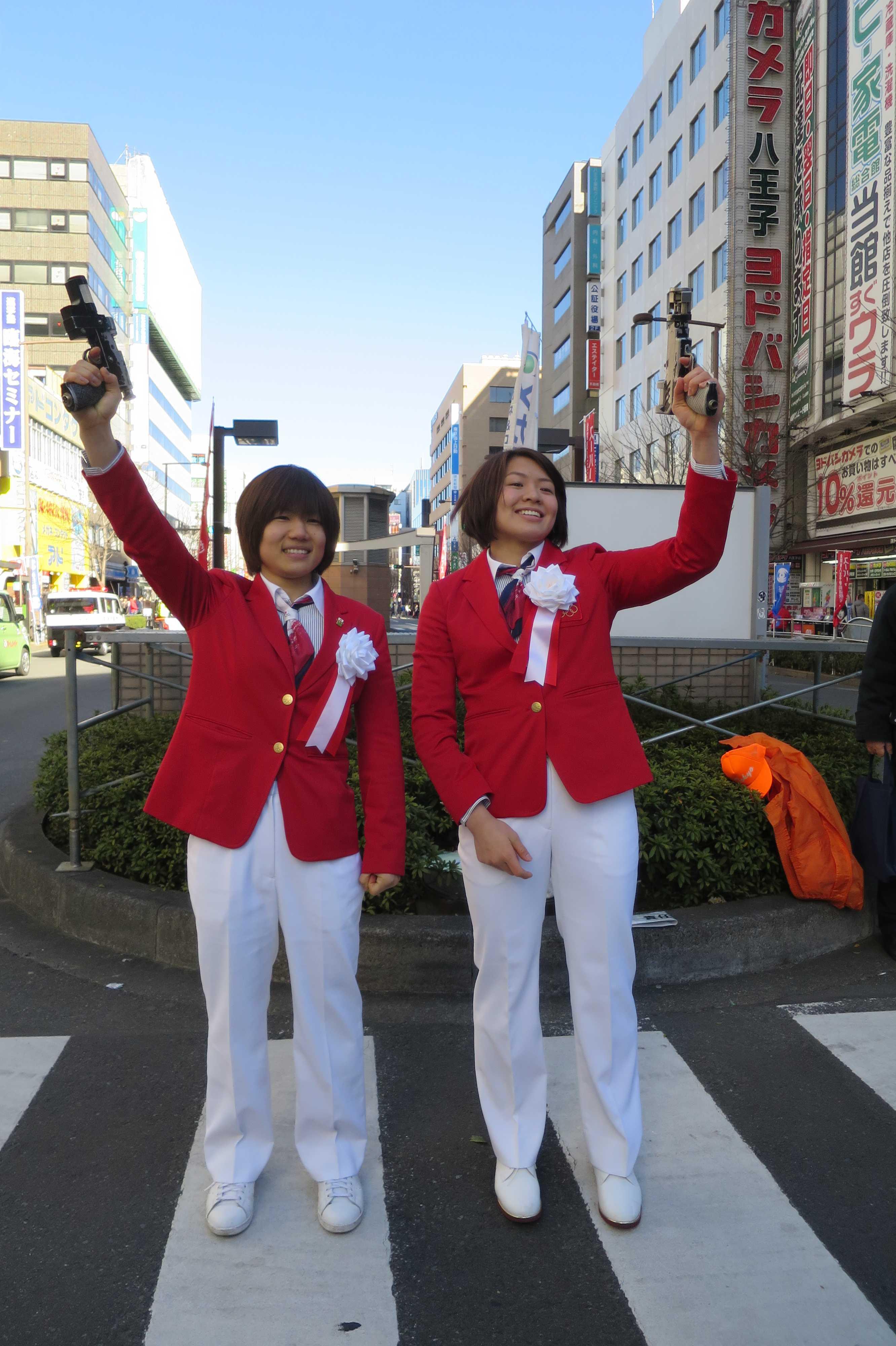 八王子夢街道駅伝でスターターを務めた中村美里選手と田代未来選手