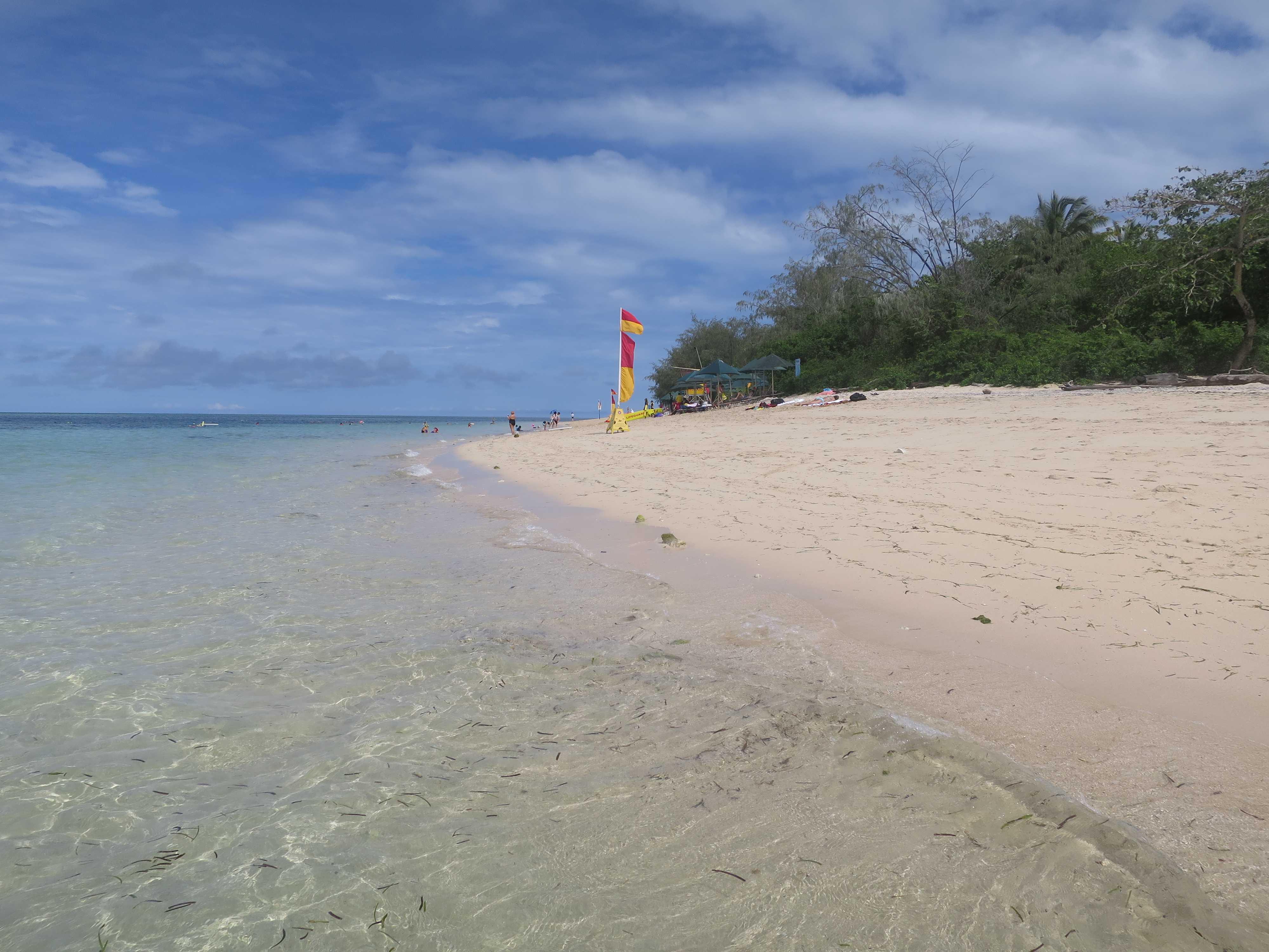 グリーン島の白浜