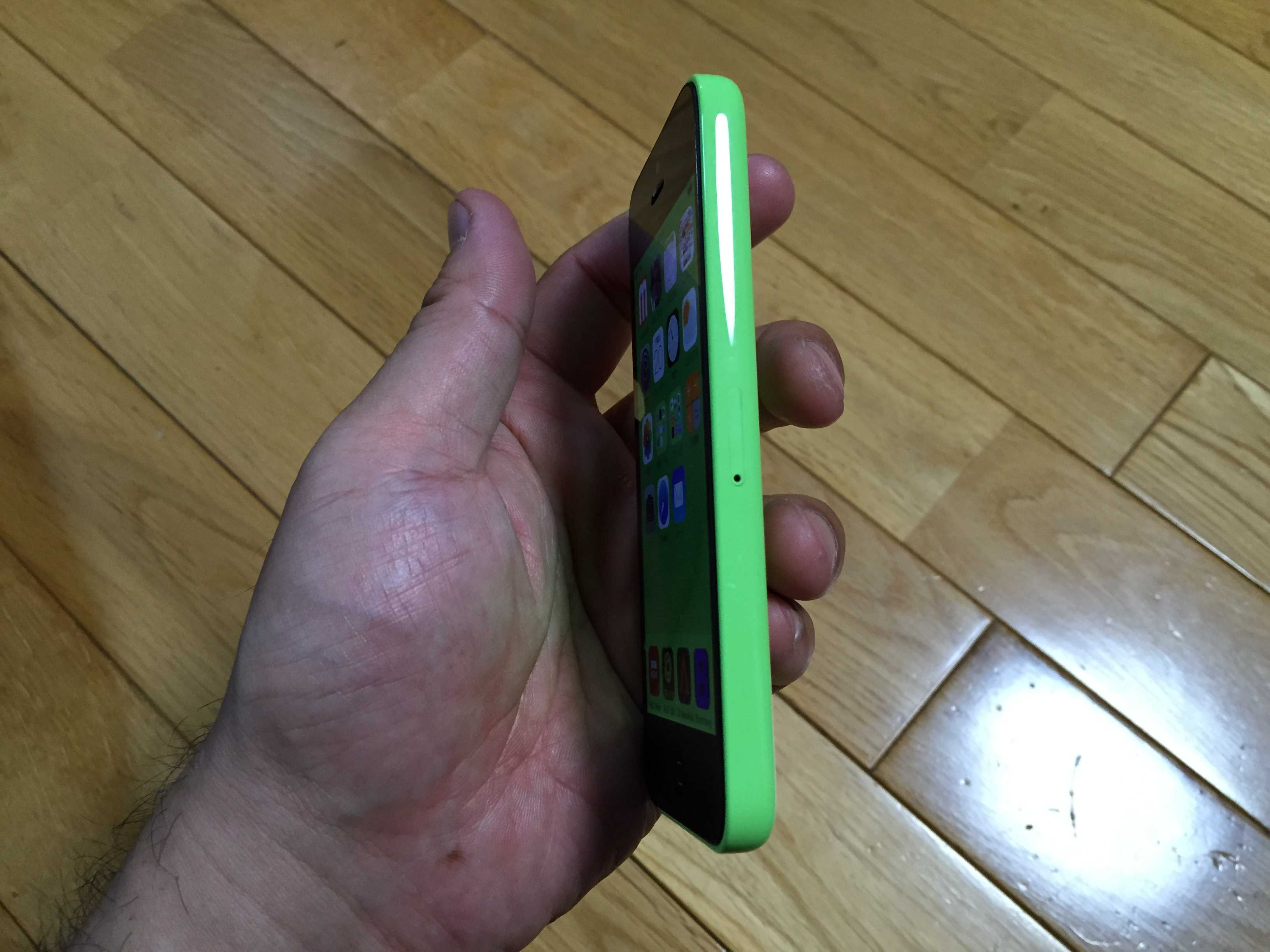 緑色の iPhone 5c