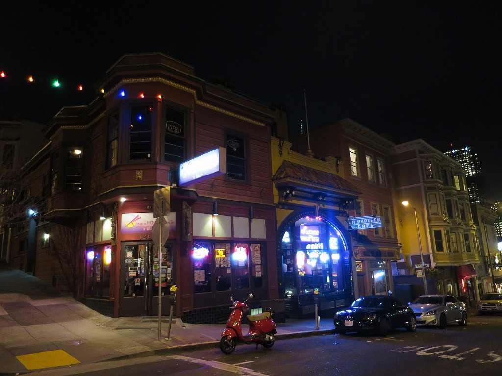夜のサンフランシスコの街角