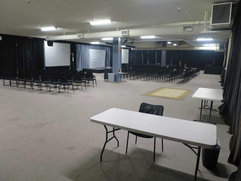 プラグ・アンド・プレイ テックセンター - デモやピッチをする部屋