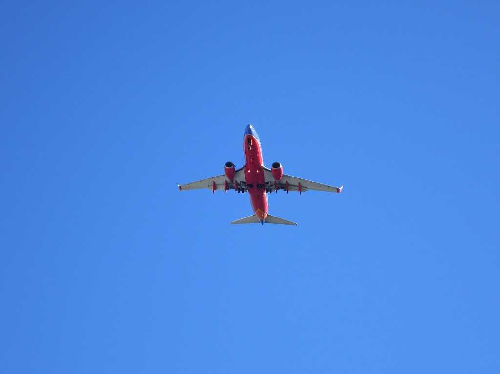 サンノゼ空港を飛び立った飛行機