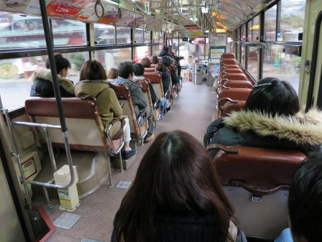 京都のバスの車内