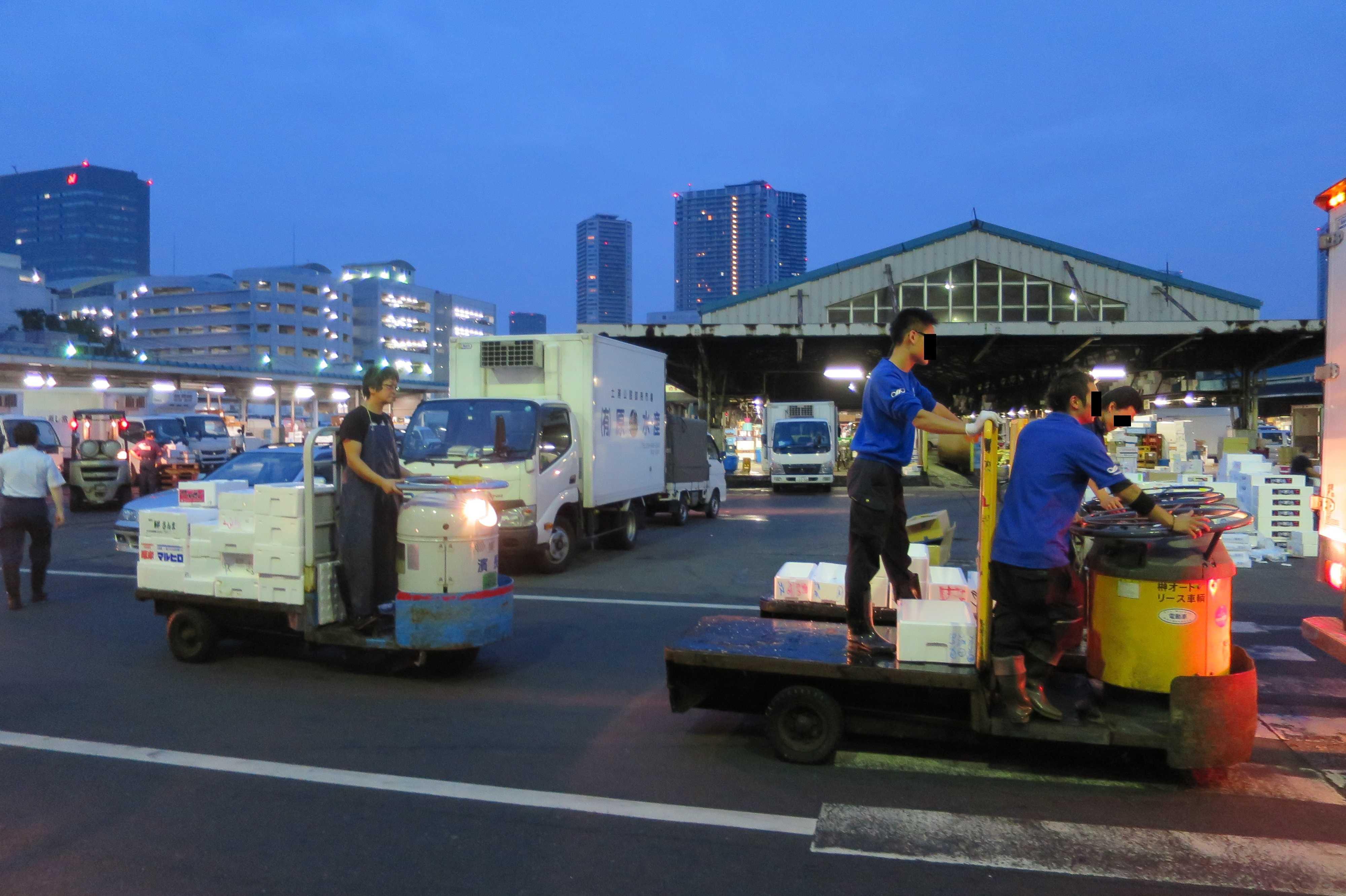 ターレットトラック(ターレー) - 築地市場の乗り物