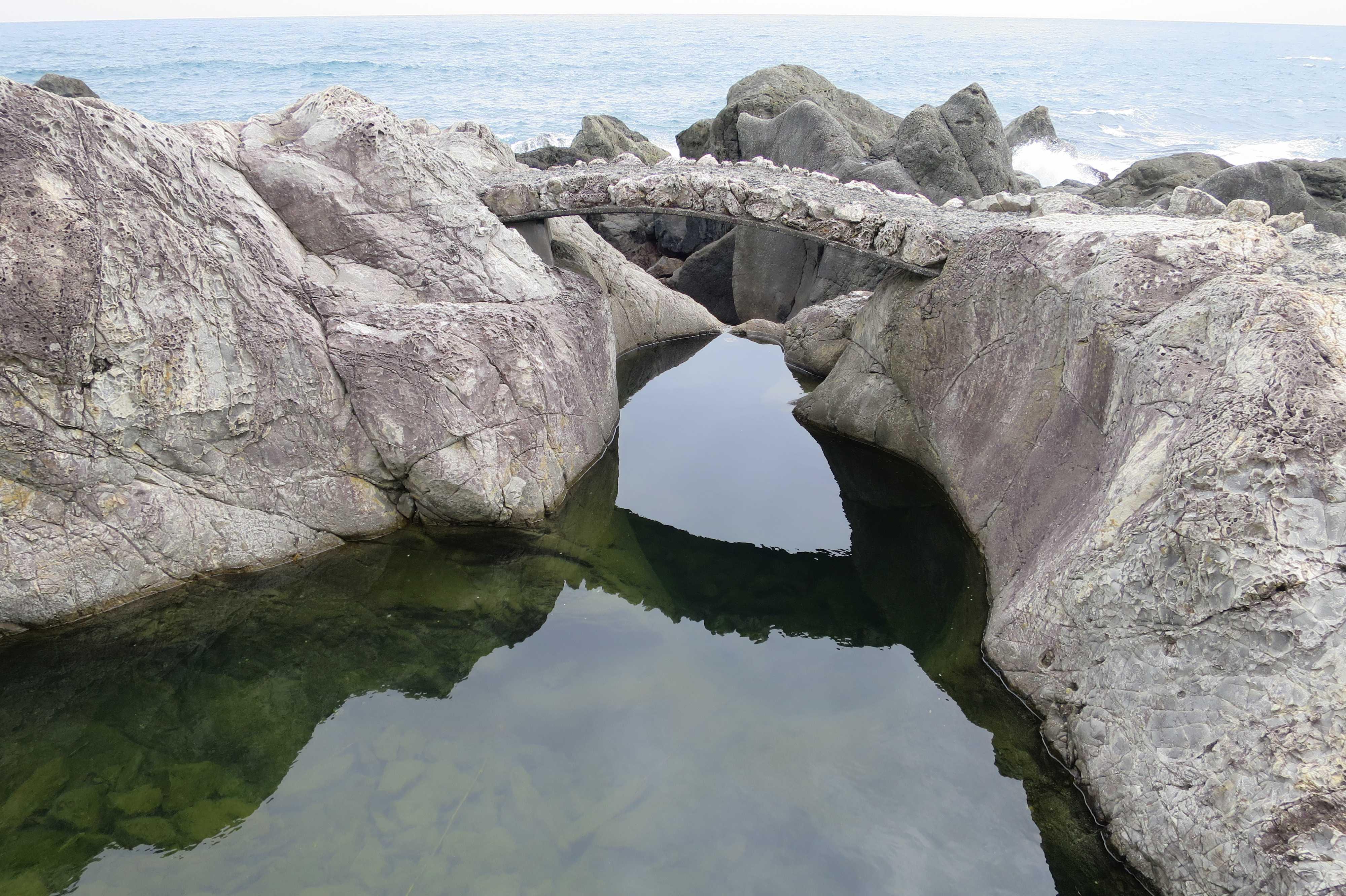 室戸岬の乱礁遊歩道